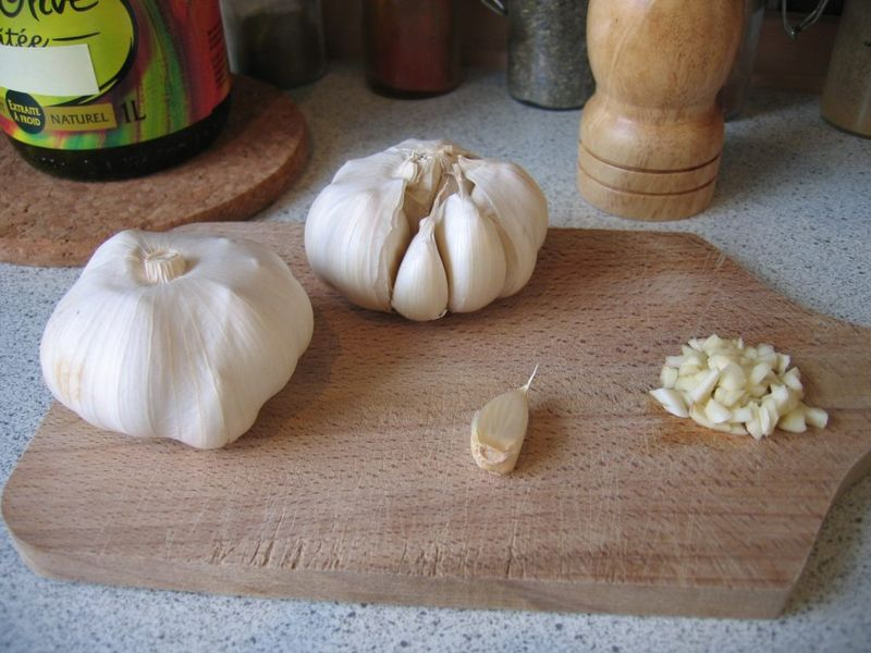 800px-all_garlic_ail_ajo